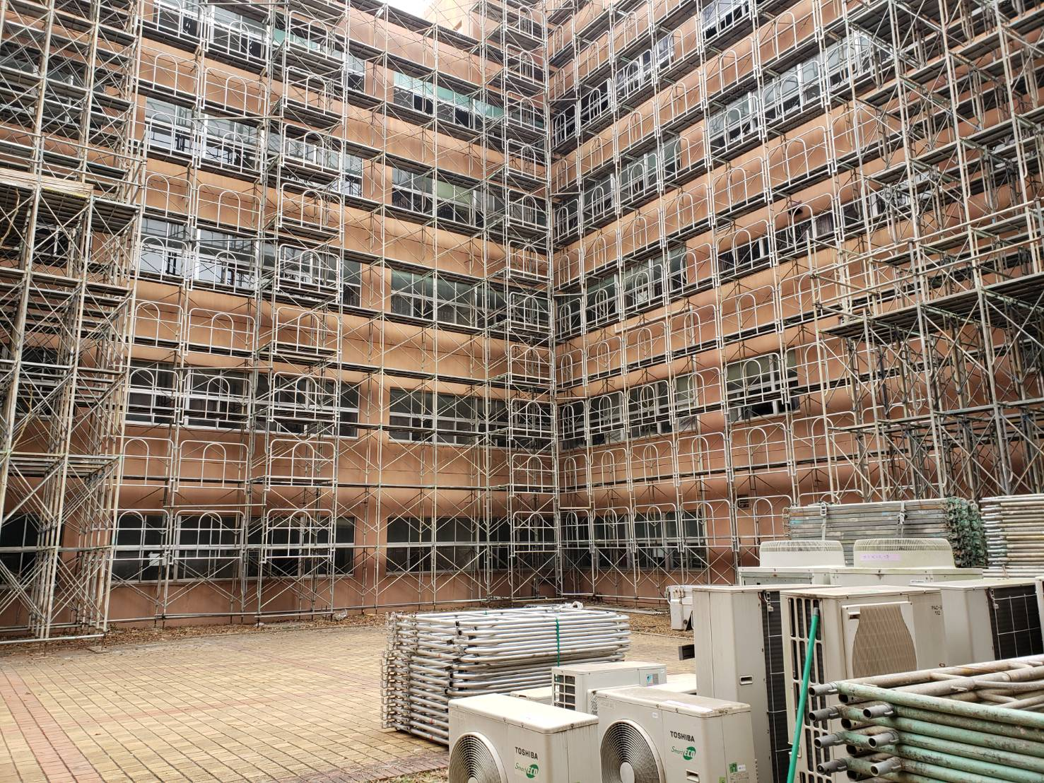 現場の建物風景